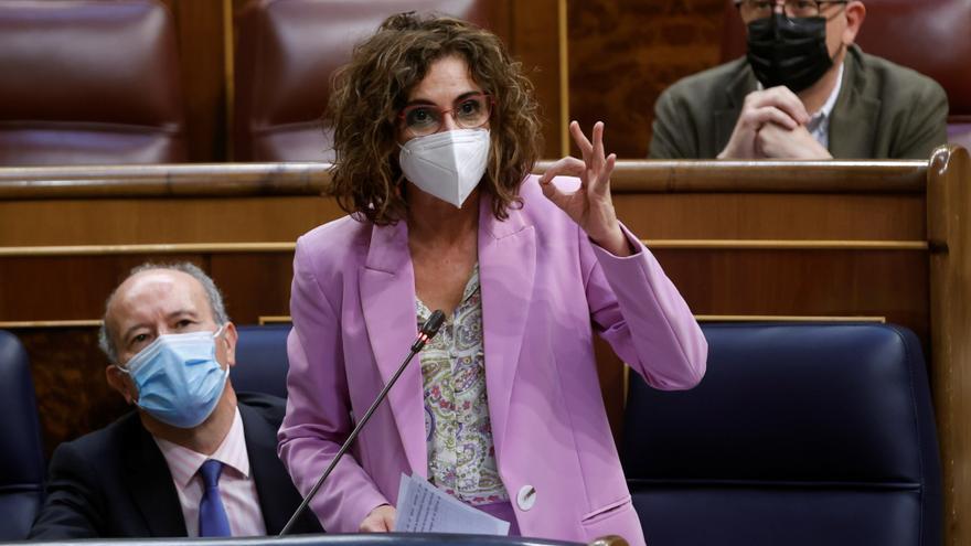 Montero dice que está corrigiendo la asfixia financiera del PP a los ayuntamientos