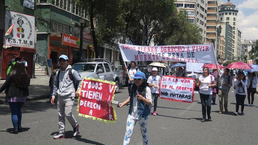 Evangélicos y católicos marchan contra la ampliación del aborto en Bolivia