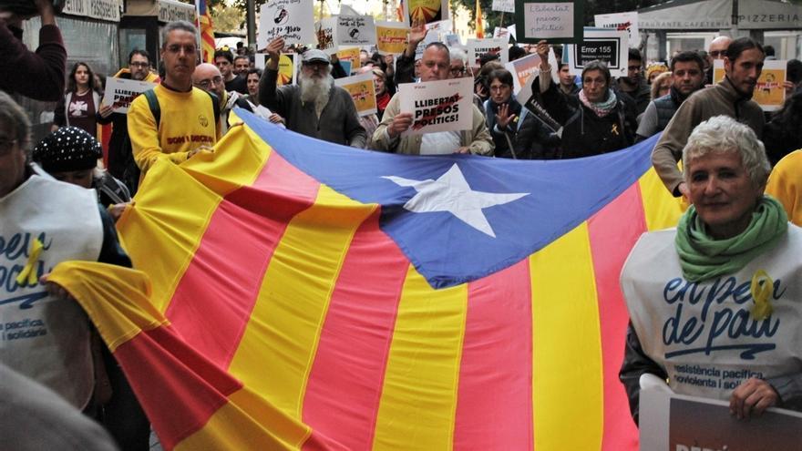 Una manifestación recorre Palma para exigir libertad de los exconsellers y 'los Jordis'