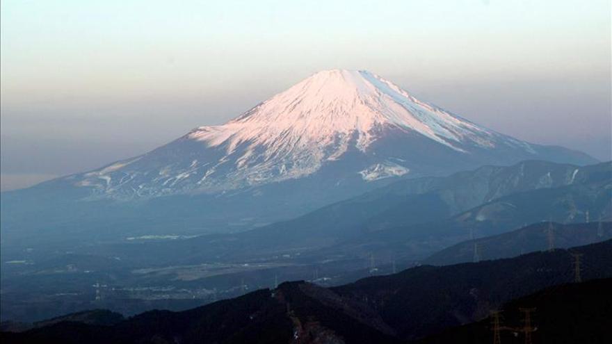 Elevan en Japón la alerta por erupción de un volcán cercano a Tokio
