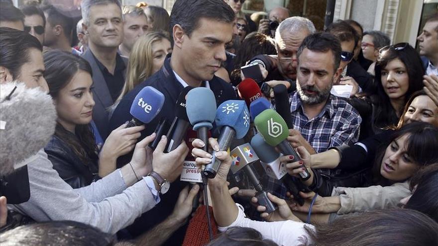 """Pedro Sánchez acusa a Rajoy de permitir que el secesionismo """"suba como la espuma"""""""