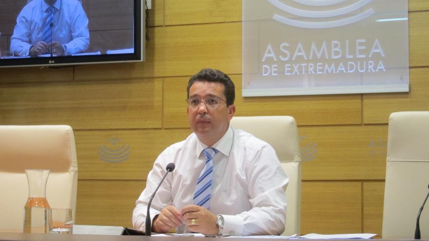 """Presidente parlamento extremeño dice que si no cobran los diputados """"al final nadie va a ir en unas listas electorales"""""""