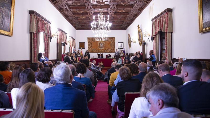 Vista general del pleno ya presidido por el recién elegido alcalde en La Laguna