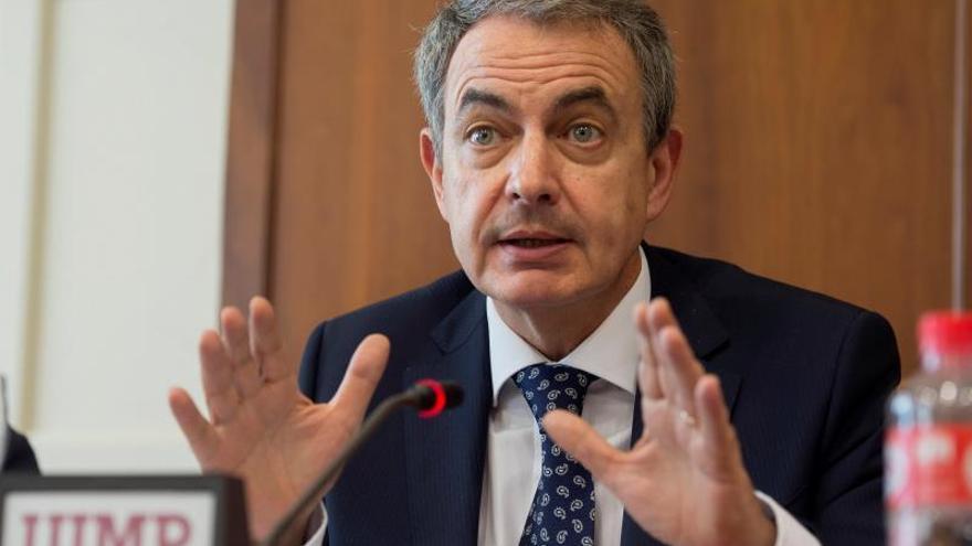 """Zapatero afirma que el gobierno de cooperación le """"suena bien"""" aunque con tiempo"""