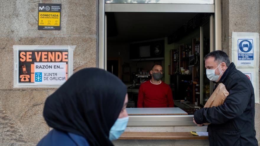 Galicia restringe la movilidad con Portugal y reabre la hostelería el viernes