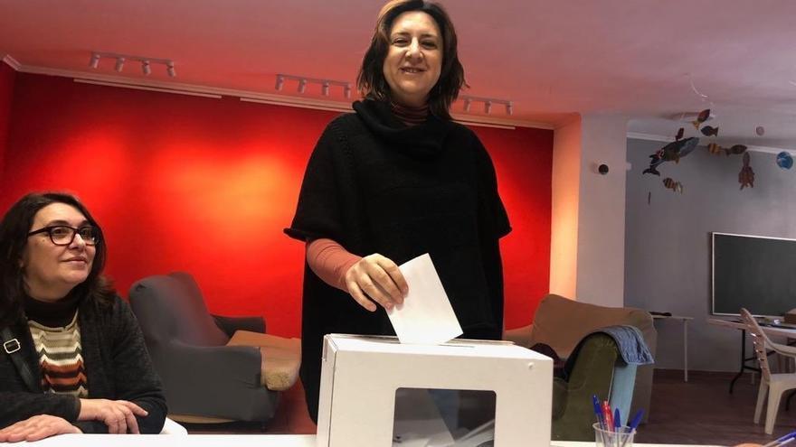 Rosa Pérez Garijo votando en el referéndum de EUPV