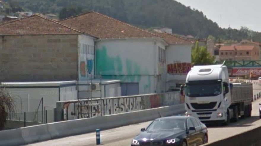 Colegio a las afueras de Vigo que será trasladado después de que se construyese un muro de protección frente a la ampliación de la AP-9