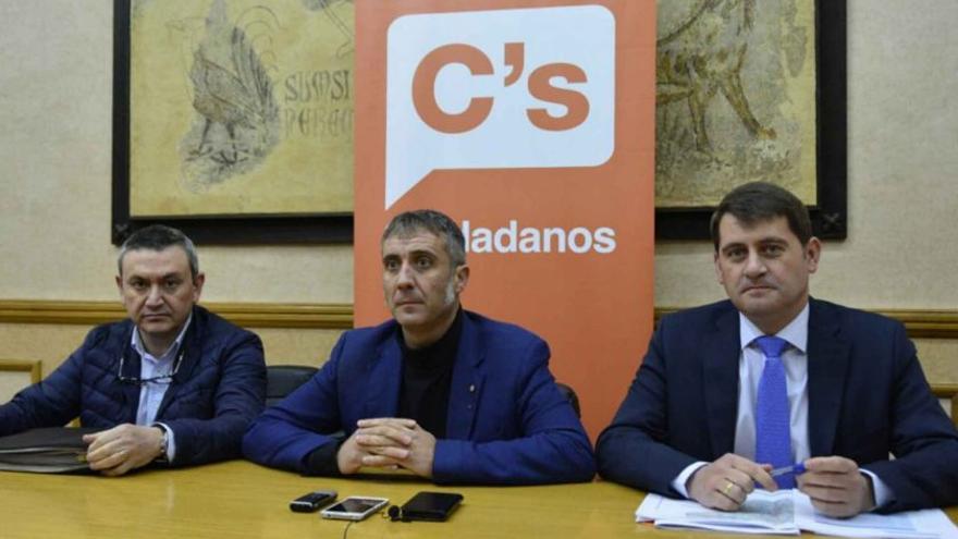 Joaquín Galindo, primero por la izquierda, ha sido suspendido de militancia por Ciudadanos