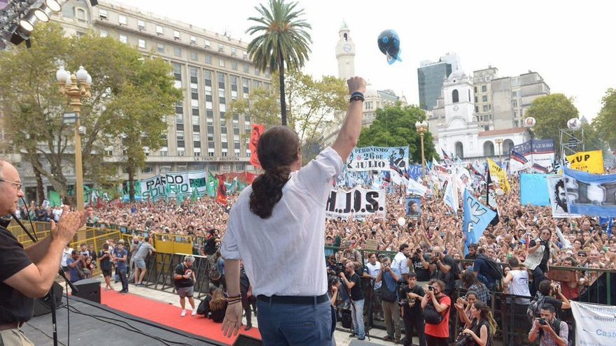 Pablo Iglesias pide a su llegada a Argentina dejar atrás la judicialización en Cataluña y apostar por el diálogo