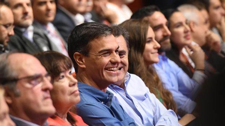 """Franco agradece a Sánchez su """"serenidad"""" en la """"grave crisis"""" de Cataluña"""