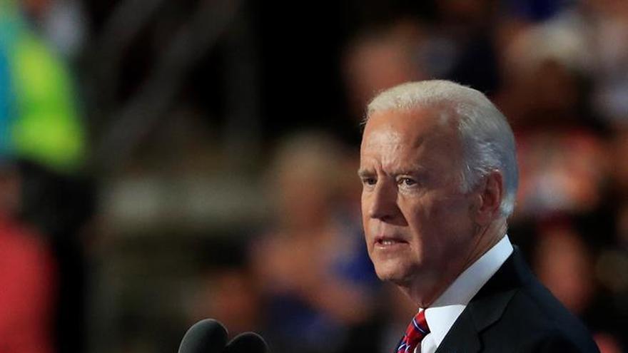 Políticos demócratas piden el voto con Clinton en estados clave