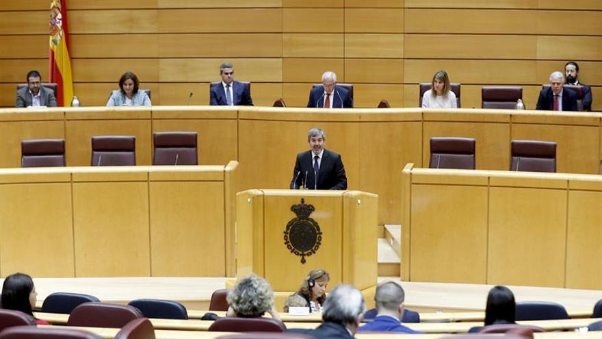El presidente de Canarias, Fernando Clavijo durante su intervención en la Comisión General de las Comunidades Autónomas en el Senado, donde se debatió la propuesta del Estatuto de Autonomía del archipiélago. EFE/Kiko Huesca
