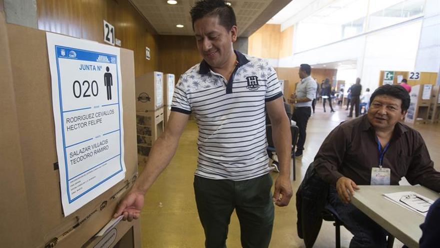 Recuento de 296.340 votos en cinco provincias mantiene resultados de Ecuador