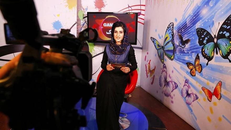 Presentadora afgana del recién lanzado canal Zan TV (Mujeres TV).
