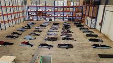 Migrantes llegados a Gran Canaria que pasaron los primeros tres días de su cuarentena pernoctando en el suelo de un almacén portuario