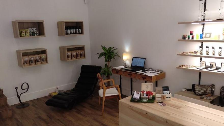 Interior de All CBD, espacio de compra de cannabis de uso medicinal