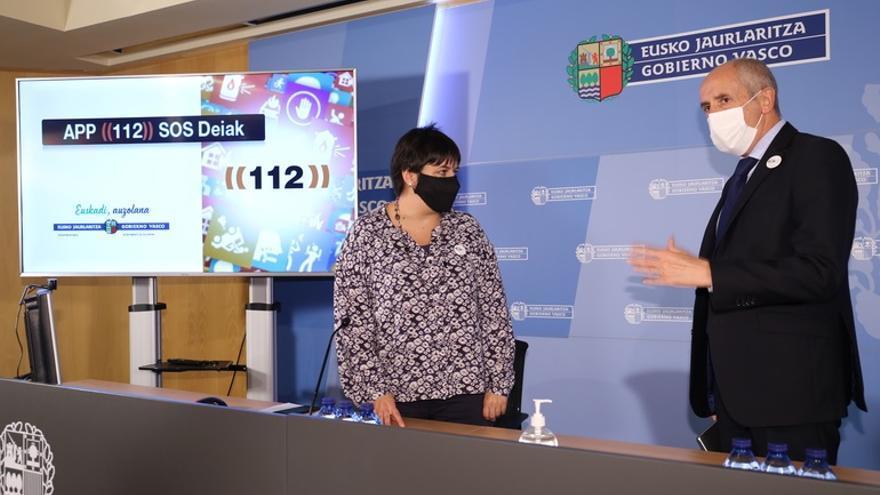 El consejero de Seguridad del Gobierno Vasco, Josu Erkoreka, presenta las nuevas funciones de la app 112 SOS Deiak