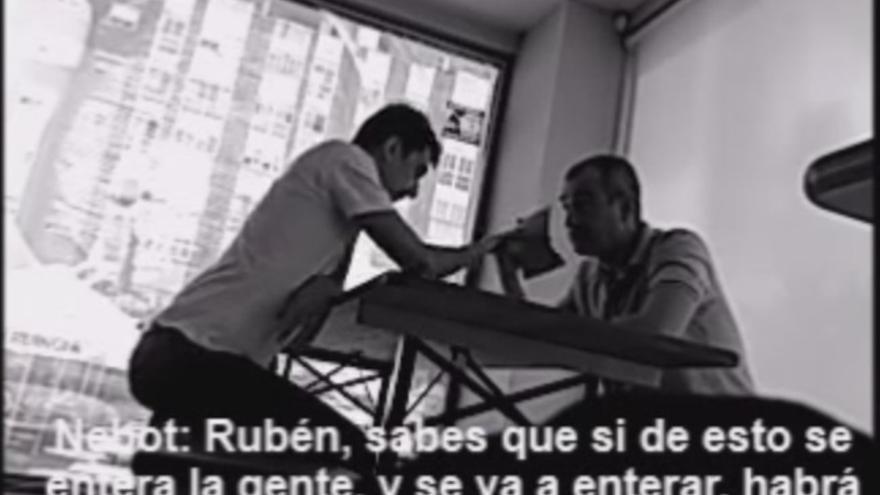 Los candidatos de UPyD Murcia 'pillados' pasándose sobres en un vídeo con cámara oculta