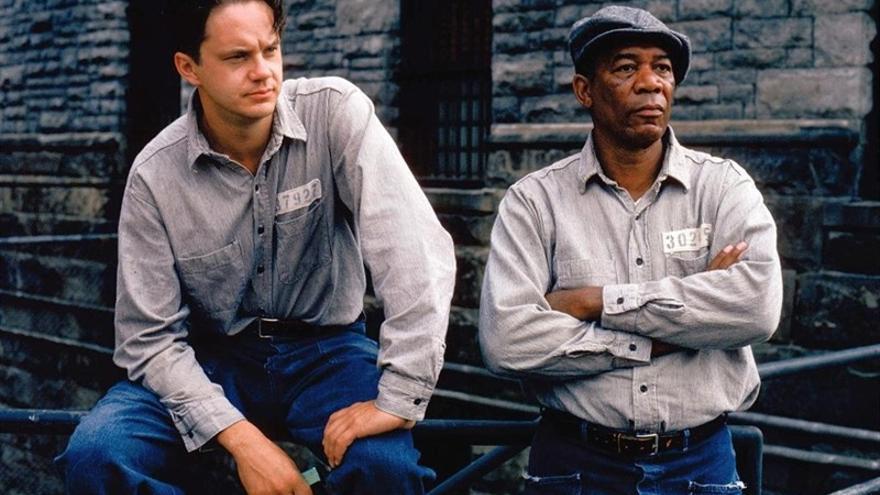 Tim Robbins y Morgan Freeman en 'Cadena perpetua' (Frank Darabont, 1994)