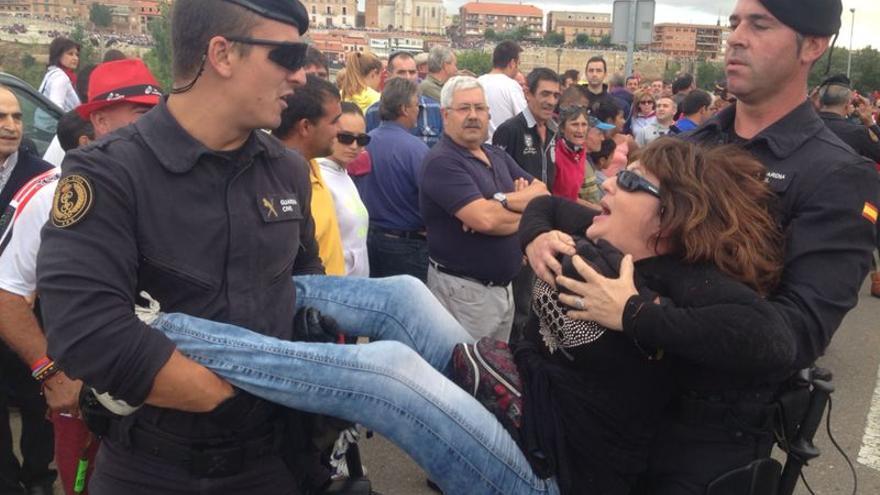 Detenciones de activistas en contra del Toro de la Vega por la policía. / Ruth Toledano.