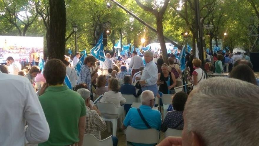 Los asistentes al acto de Rajoy en Sevilla