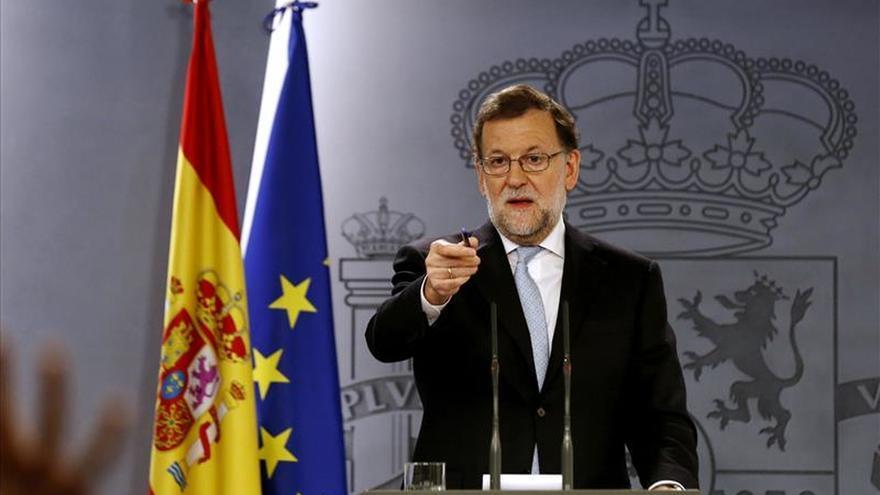 Rajoy sugiere a Mas un apoyo distinto a la CUP o nuevas elecciones