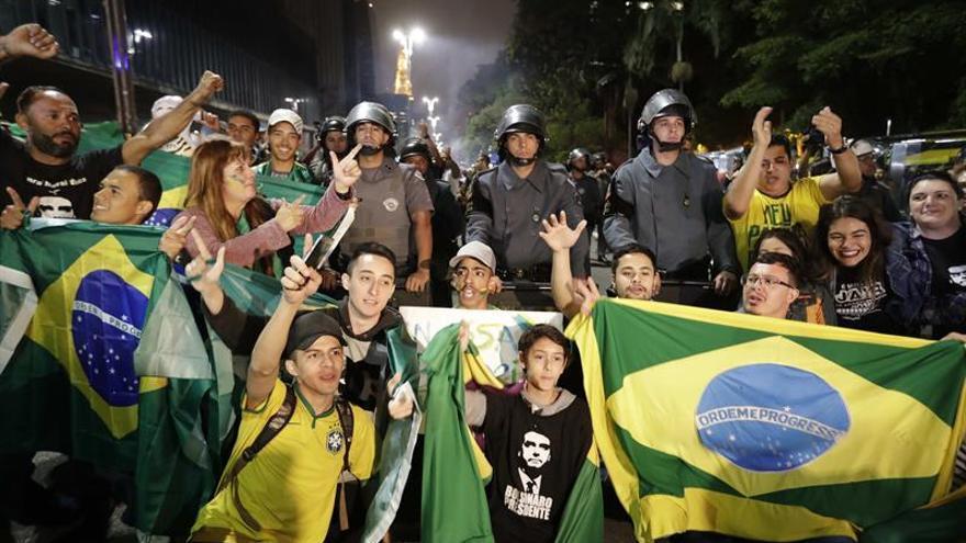 Brasileños celebran en las calles de todo el país el triunfo de Bolsonaro