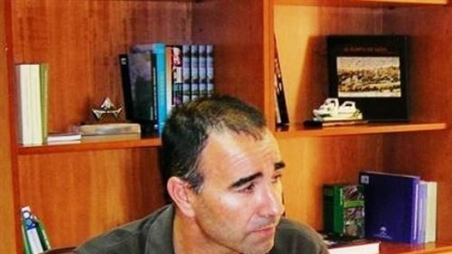 El alcalde de la localidad gaditana, Rafael Quirós.
