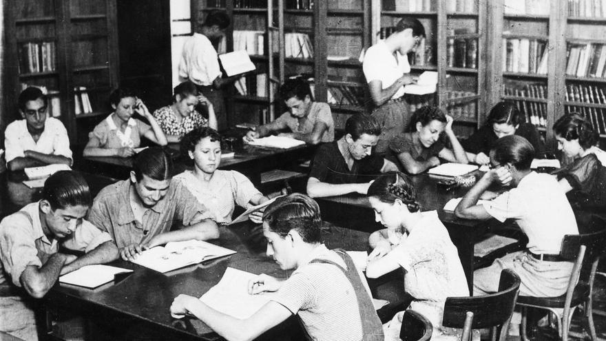 Jóvenes evacuados y acogidos en el Instituto Obrero de Valencia durante la guerra civil