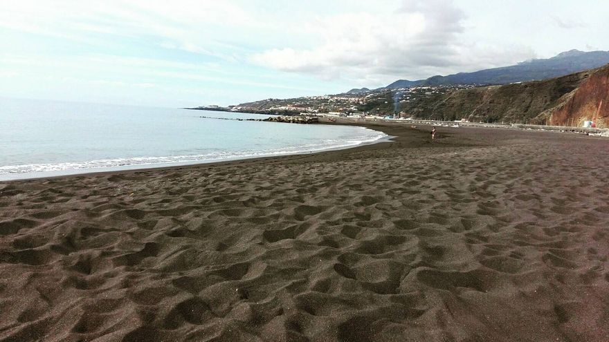 Playa de Santa Cruz de La Palma en la mañana de este martes. Foto: SISEF Canarias.