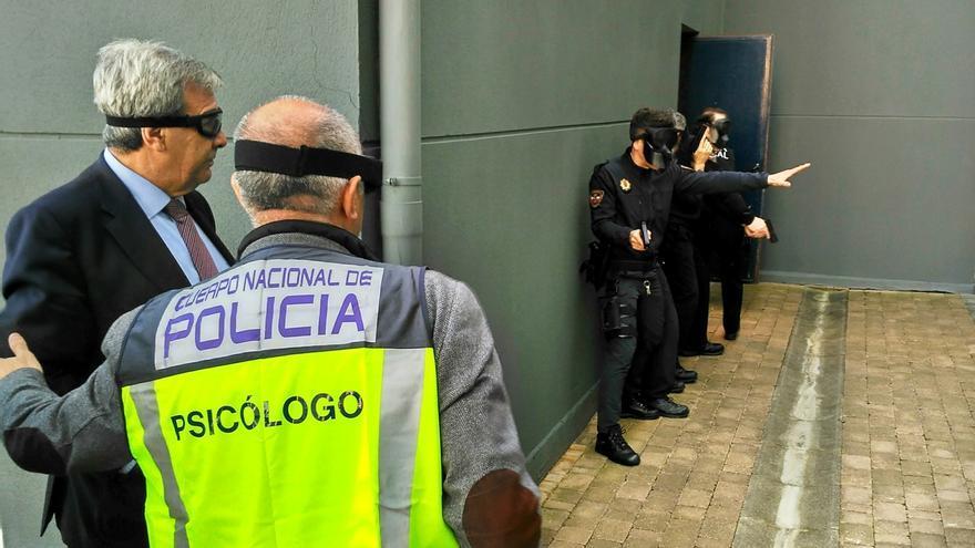 Policías locales entrenan tácticas y enfrentamiento armado en un curso organizado por Cantabria