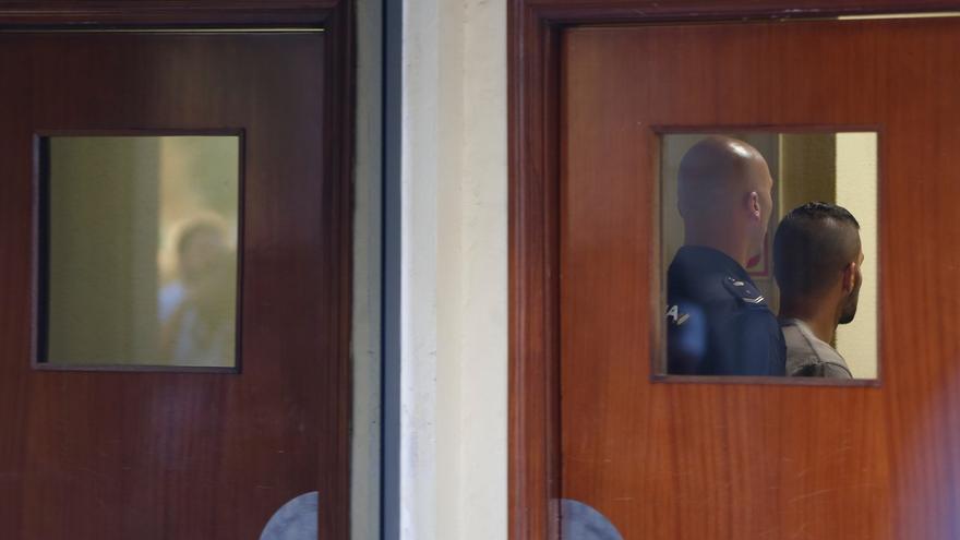 Citados los vigilantes que trataron de interceptar al miembro de 'La Manada' Ángel Boza tras el robo de las gafas
