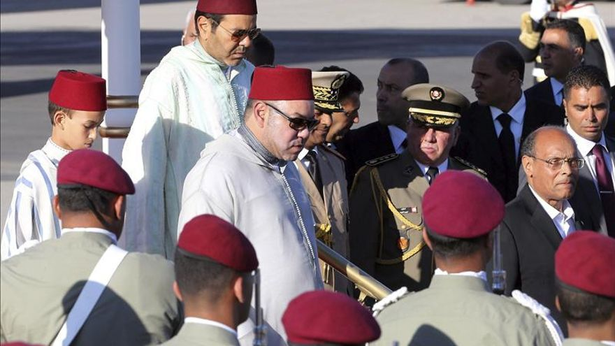 """Mohamed VI rinde homenaje a Juan Carlos por su """"papel fundamental en la transición"""""""