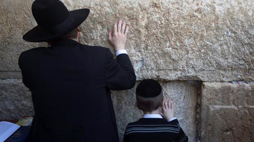 Miles de judíos acuden a la Bendición Sacerdotal en el Muro de las Lamentaciones