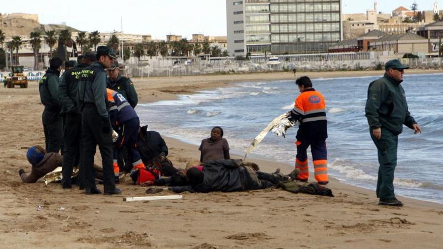 Rescatados 40 inmigrantes de una patera en aguas próximas a Melilla