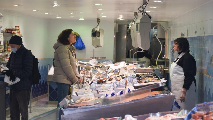 Una pescadería en Francia tras las limitaciones de movimientos por la expansión del coronavirus.