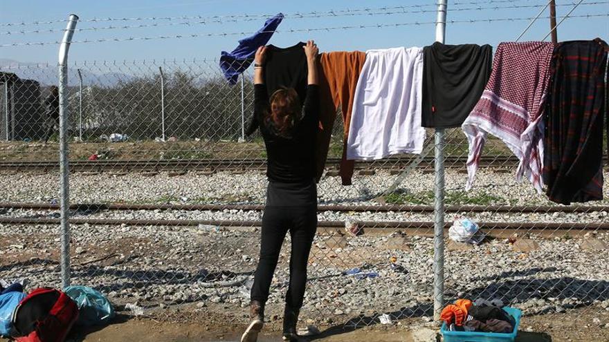 Refugiados de Idomeni mantienen firme su decisión de cruzar la frontera