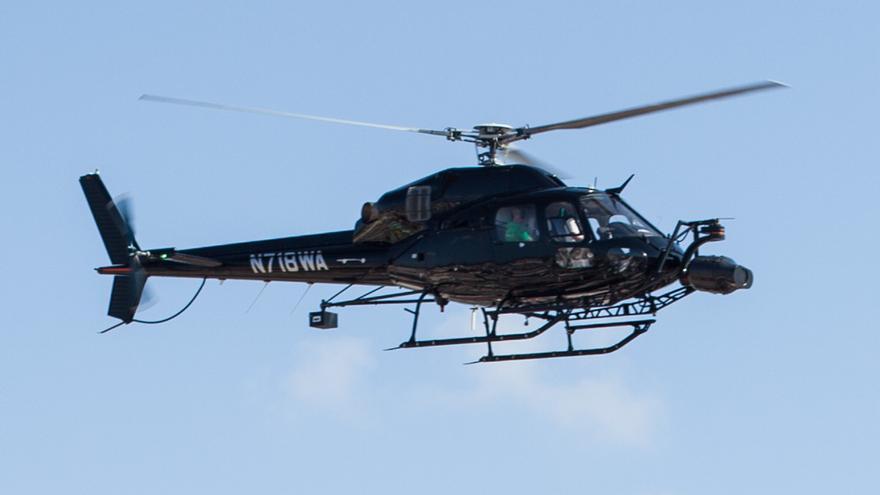 El helicóptero se ha convertido en una señal de tráfico que indica dónde se está filmando, qué calles se han cerrado, por dónde se puede o no se puede transitar