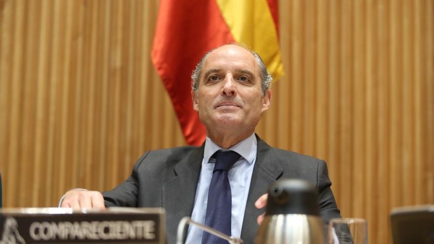 Camps dice al entrar al juzgado en Valencia que no tiene una casa a las afueras como Pablo Iglesias
