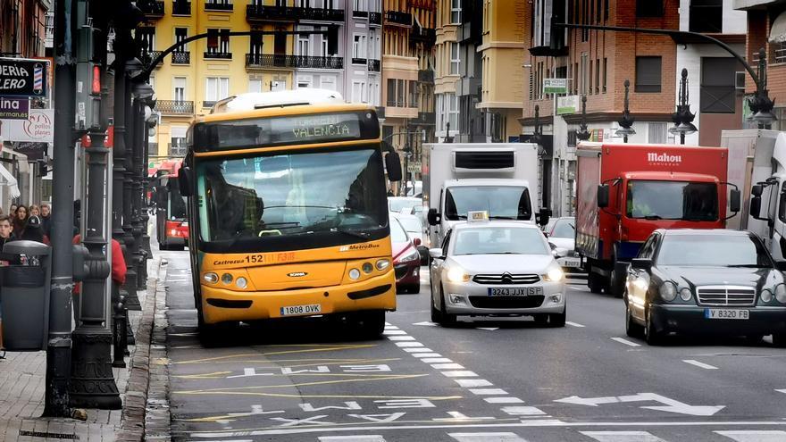 Un autobús metropolitano por València