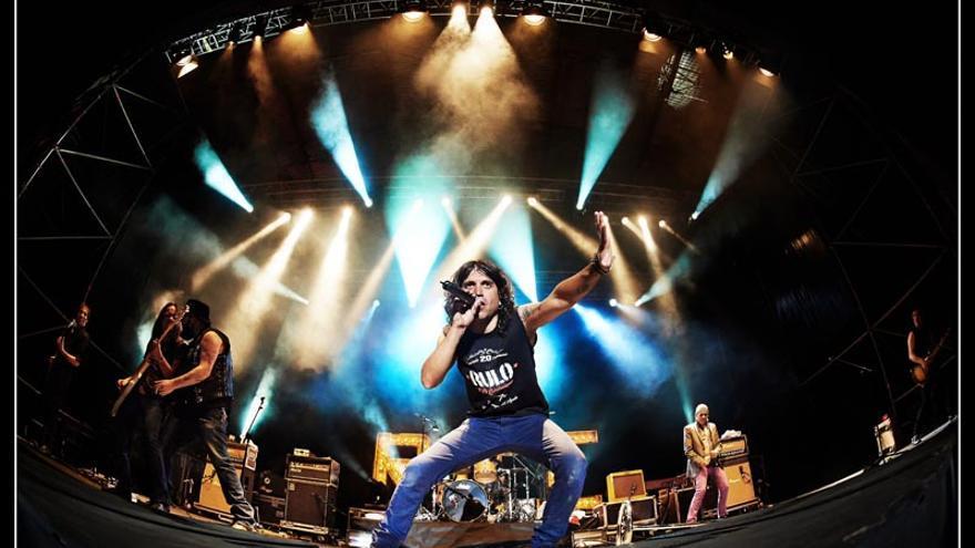 Rulo y La Contrabanda en un concierto de su gira de teatros 'Objetos perdidos'. | RYLC