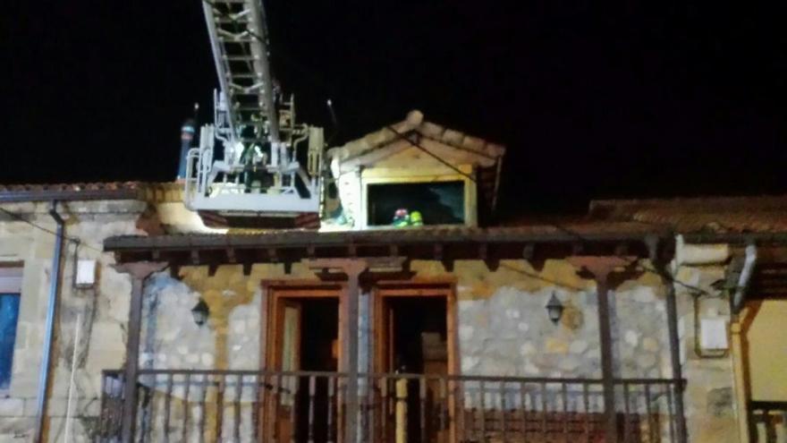 Un incendio en una vivienda de penagos afecta a parte de for Bmn clausulas suelo ultima hora
