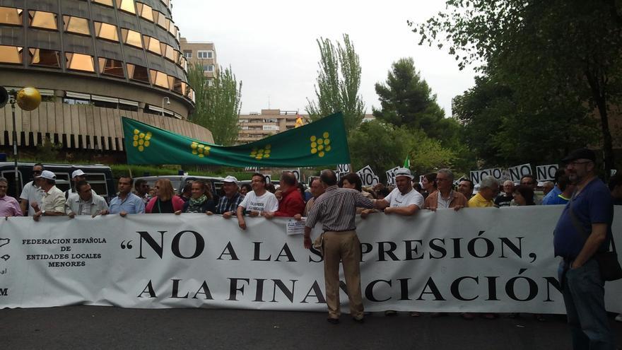"""Entidades Locales Menores entregan una carta a Rajoy en la que piden una reunión """"urgente"""" para tratar la reforma local"""