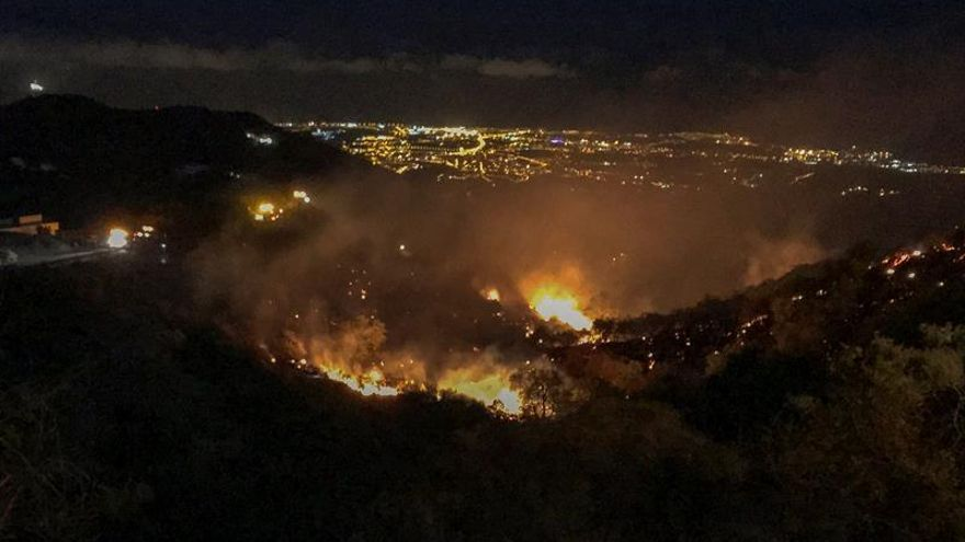 Un nuevo incendio forestal se declaraba anoche en la zona de Cazadores en el municipio grancanario de Telde.