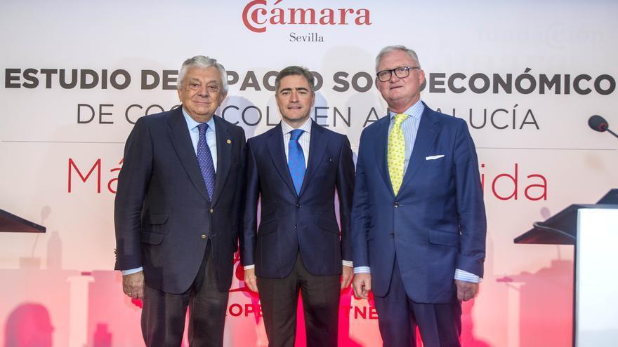 Presidente de la Cámara de Comercio, Francisco Herrero León; Eugenio Molina, director del área Sur de Coca-Cola European Partners Iberia, y Joaquín López Sáez, director regional de COPE Andalucía