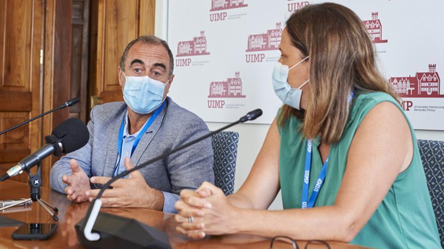 Marcos López Hoyos y Carmen Cámara Hijón en la UIMP de Santander.