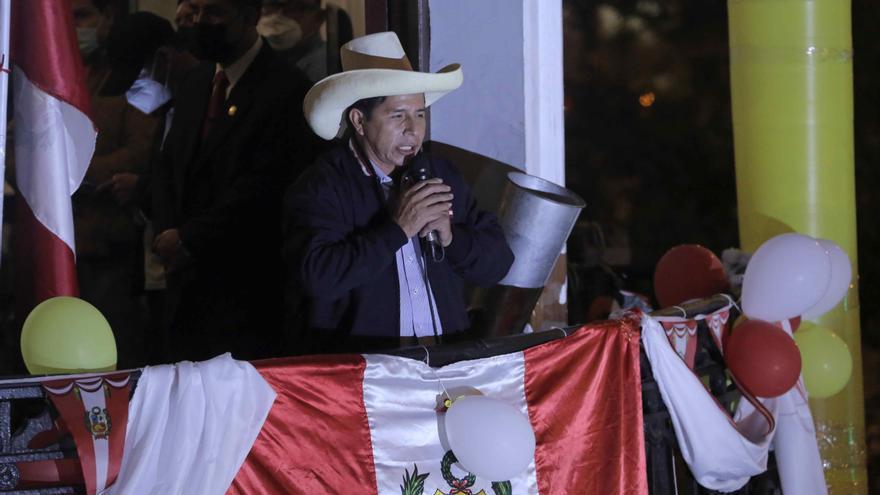 Castillo mantiene 71.000 votos de ventaja y se acerca a la victoria en Perú