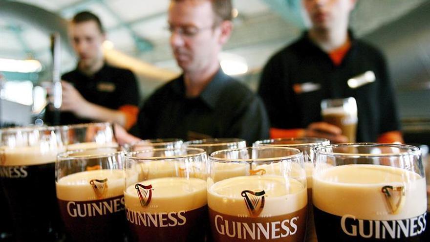 La mayoría de los irlandeses bebe alcohol y el 53 por ciento de adultos tiene sobrepeso, según CSO