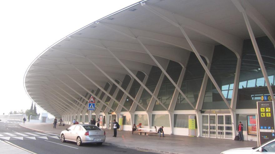 """Bilbao emplaza a agentes públicos y privados a desarrollar """"aún más"""" la capacidad operativa del Aeropuerto de Loiu"""