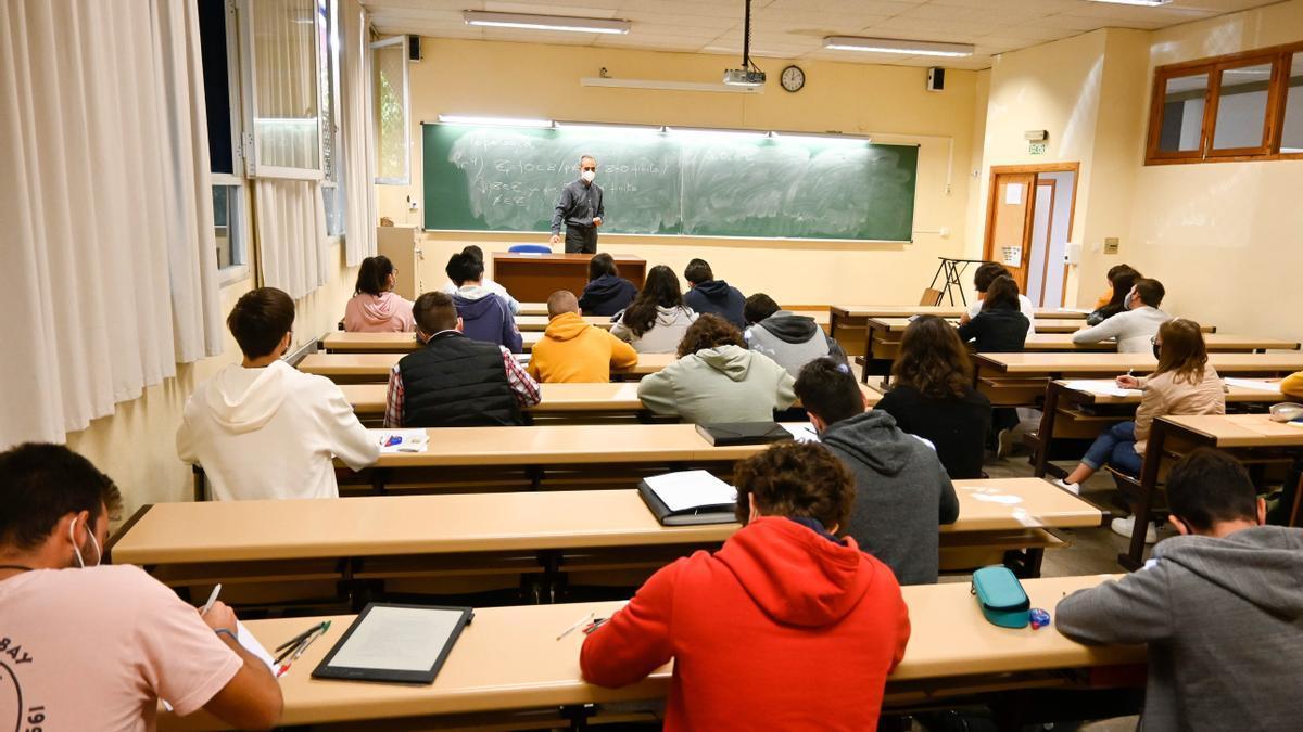 Una clase de la Facultad de Ciencias de la Salud de Granada. EFE/Miguel Ángel Molina/Archivo